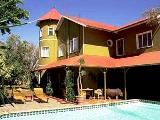 Namibia holiday guest house - Windhoek holiday guesthouse with pool